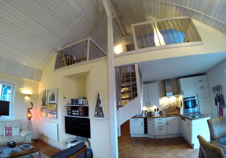 Wohn- und Essbereich (mit Blick auf Galerie)
